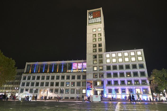 Das illuminierte Rathaus